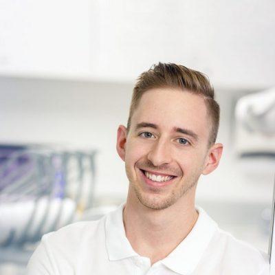 Dr-Lukas-Hallmann-750x1009